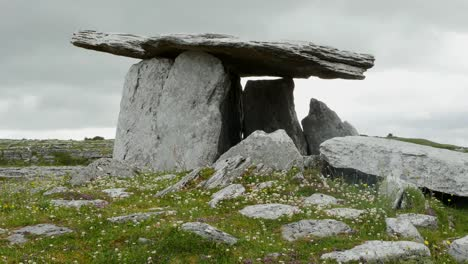 Ireland-Poulnabrone-Dolmen-Side-View