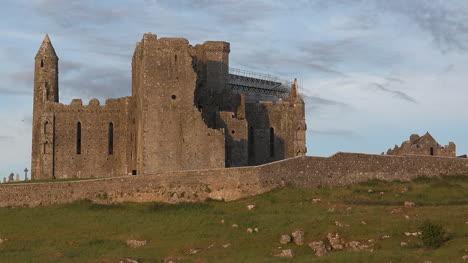 Ireland-Rock-Of-Cashel-In-Evening-Pan