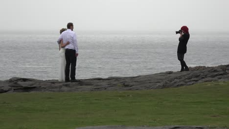 Irlanda-El-Fotógrafo-De-Bodas-Burren-Con-Pareja