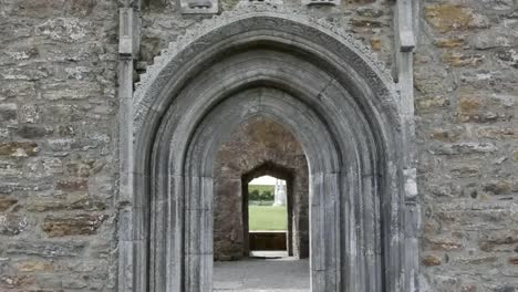 Ireland-Clonmacnoise-Carved-Saints-Decorate-A-Doorway-Tilt