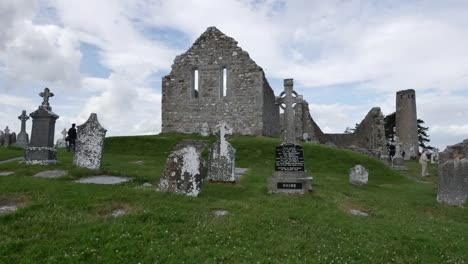 Ireland-Clonmacnoise-Looking-Past-Cemetery-Toward-Cathedral-Ruin