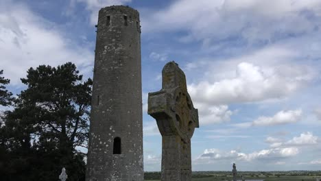 Ireland-Clonmacnoise-Round-Tower-And-High-Cross-In-Shadow-Tilt-Up