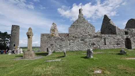 Ireland-Clonmacnoise-Sun-Brightens-Cathedral-Stones