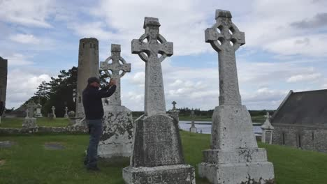 Ireland-Clonmacnoise-Tourist-Photographs-Scene