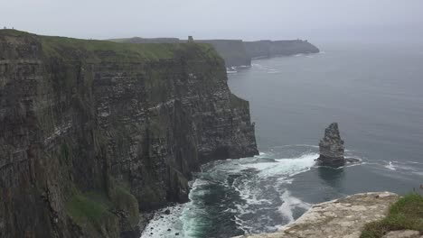 Ireland-County-Clare-Cliffs-Of-Moher-With-Sea-Stack-And-Waves-