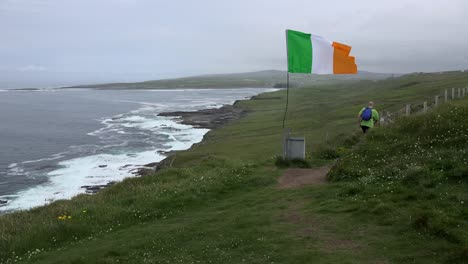 Ireland-County-Clare-View-Along-Coast-With-Irish-Flag-And-Photographer