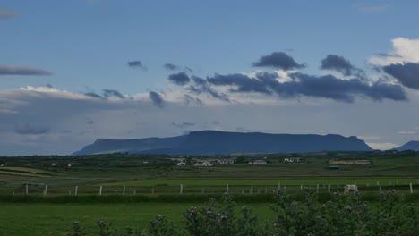 Condado-De-Irlanda-Sligo-Benbulbin-Montaña-Entera