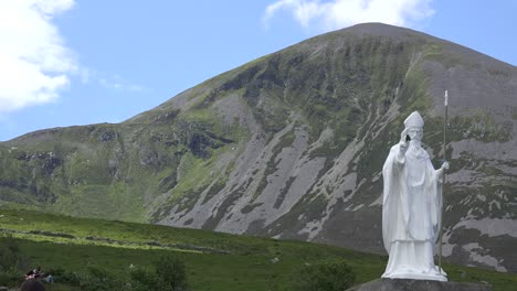 Ireland-Croagh-Patrick-A-Statue-Of-Saint-Patrick-And-The-Sacred-Mountain