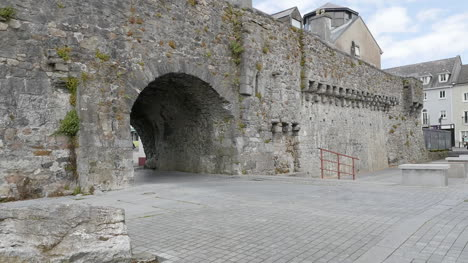 Ireland-Galway-City-The-Spanish-Arch-Is-A-Tourist-Attraction
