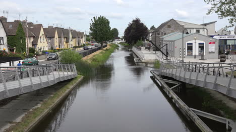 Ireland-Tullamore-Ramps-To-A-Canal-Bridge-