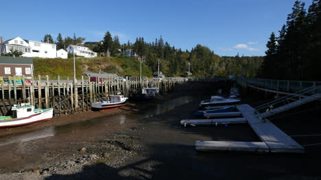 Canada-Lowest-Low-Tide-At-Docks