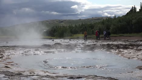 Iceland-Haukadalur-Strokkur-Geyser-Erupts-Then-Water-Goes-Into-Vent