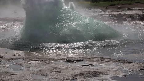 Iceland-Haukadalur-Strokkur-Geyser-Slow-Motion