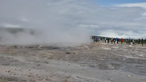 Iceland-Haukadalur-Geothermal-Valley-With-Eruption-Pan