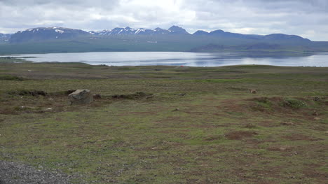 Iceland-Landscape-Mountains-And-Lake-Pingvallavatn