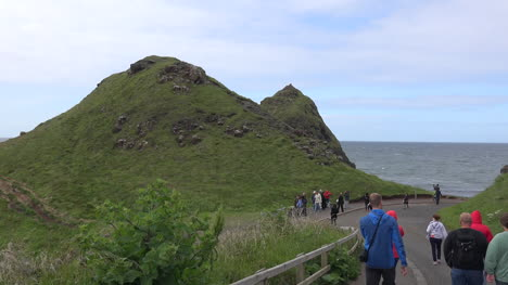 Northern-Ireland-Path-Near-Giants-Causeway