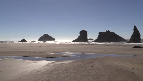 Oregon-Bandon-Sun-On-Water-With-Sea-Stacks
