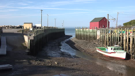 Canada-Bay-Of-Fundy-Boat-At-Halls-Harbour-Low-Tide