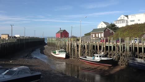Canada-Bay-Of-Fundy-Boats-Docked-Halls-Harbour-Fluffy-Clouds-Low-Tide