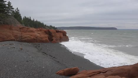 Canada-Bay-Of-Fundy-Red-Rocks-And-Pebble-Beach