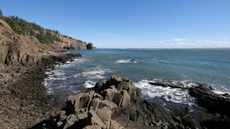 Canada-Bay-Of-Fundy-Rocks-And-Coastal-View