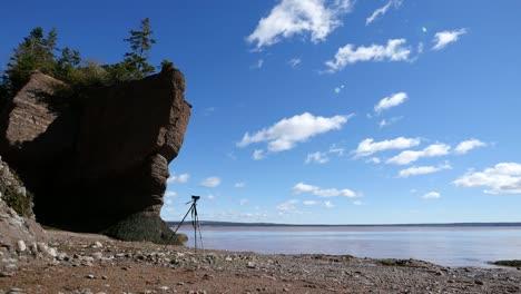 Canada-New-Brunswick-Hopewell-Rocks-Camera-On-Tripod