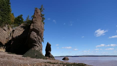 Canada-New-Brunswick-Hopewell-Rocks-Escape-Ladder