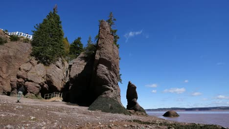 Canada-New-Brunswick-Hopewell-Rocks-Man-At-Escape-Ladder
