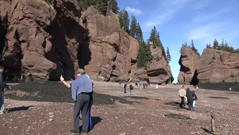 Canada-Tourists-Take-Pictures-At-Hopewell-Rocks