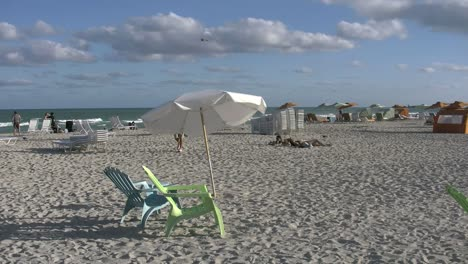 Florida-Miami-Beach-Chairs-And-Umbrellas-4k