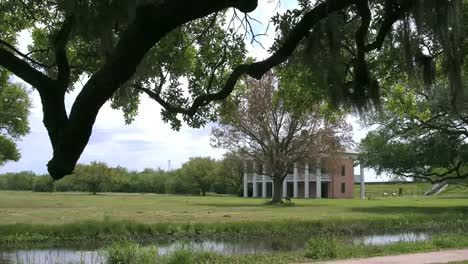 Louisiana-Chalmette-Battlefield-With-A-Tree-Framed-House