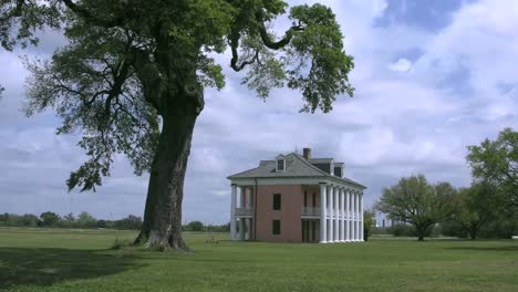 Louisiana-Chalmette-Plantation-Style-House-With-Tree