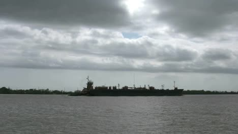 Louisiana-Mississippi-River-Ships-Cloudy-Sky-Time-Lapse