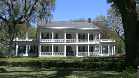 Louisiana-Rosedown-Plantation-House-Front