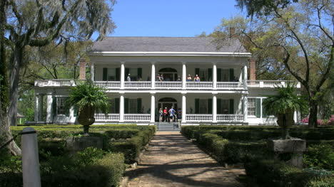 Louisiana-Rosedown-Plantation-House-Tourists-On-Porches