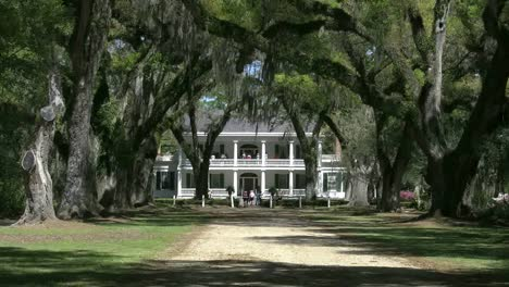 Louisiana-Rosedown-Plantation-House-Zoom-Out