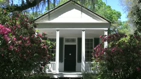 Louisiana-Rosedown-Plantation-Cabin-With-Porch