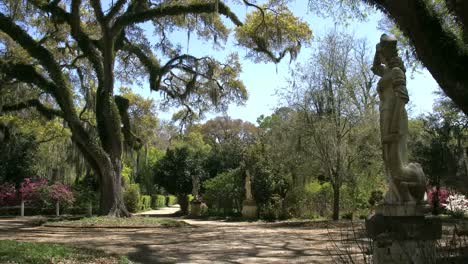 Louisiana-Rosedown-Plantation-Gardens-With-Statues