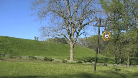 Mississippi-Emerald-Mound-With-Sign