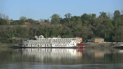 Mississippi-Natchez-Steamboat-At-Under-The-Hill