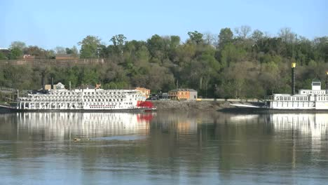 Mississippi-River-Zoom-From-Natchez-Under-The-Hill