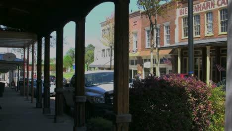 Mississippi-Vicksburg-Old-Town-Through-Arcade