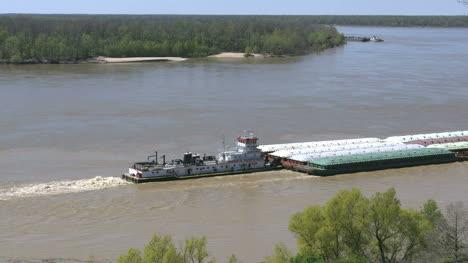 Mississippi-Vicksburg-Pushing-Barge