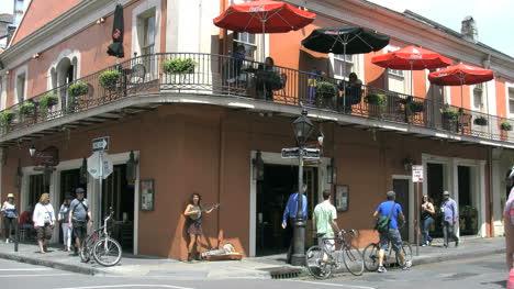 Los-Turistas-Del-Barrio-Francés-De-Nueva-Orleans-En-La-Calle-Editorial