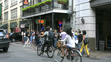 New-Orleans-Crowds-In-Line-With-Bikes