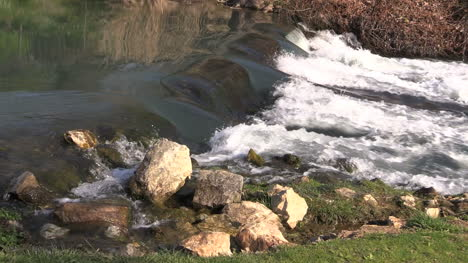 Arkansas-Mammoth-Spring-With-Rocks