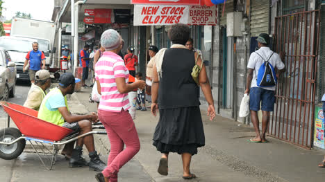 Fidschi-Suva-Straßenszene-Mit-Fidschianern