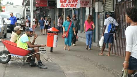 Fidschi-Suva-Straßenszene-Mit-Menschen