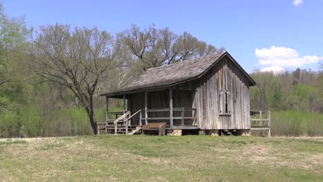 Missouri-Big-Spring-Typical-Ozark-Cabin-Zooms-In-With-Bugs