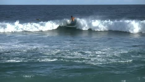 Oahu-Sandy-Beach-Zooms-To-Surfers